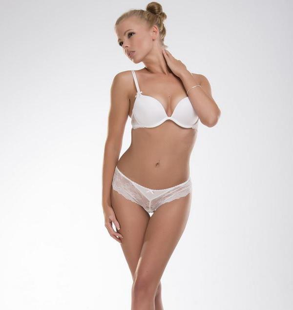 красивая девушка в белом белье