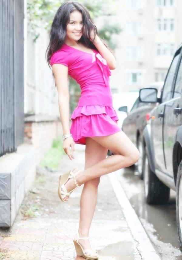 Видео милашки в юбках сиськи молодых актрис