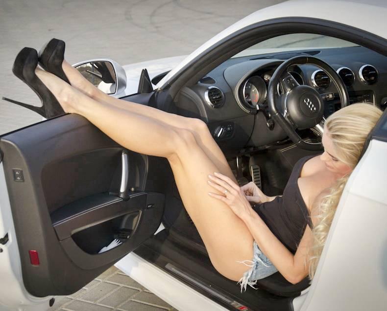Онлайн русская эротика блондинки за рулем